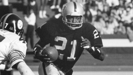 Why in the world isn't Oakland Raiders great Cliff Branch in the Pro Football Hall of Fame?