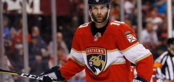 Panthers Siirtää Connollyn ja Stillmanin Blackhawksiin